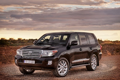 2013_Toyota_Land_Cruiser_V8