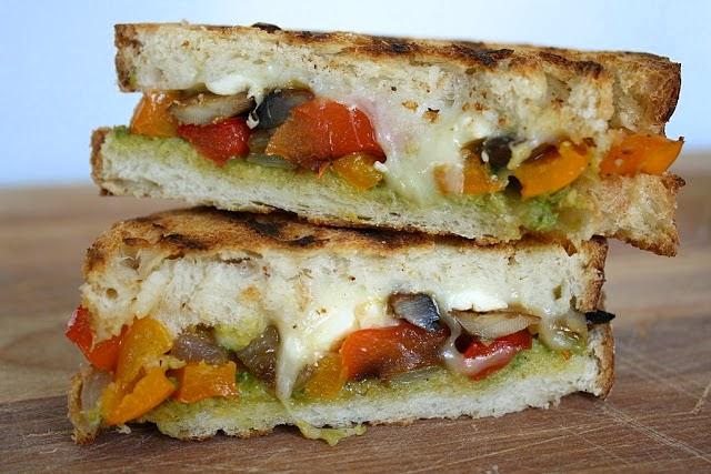 pesto soslu sebzeli ekmek