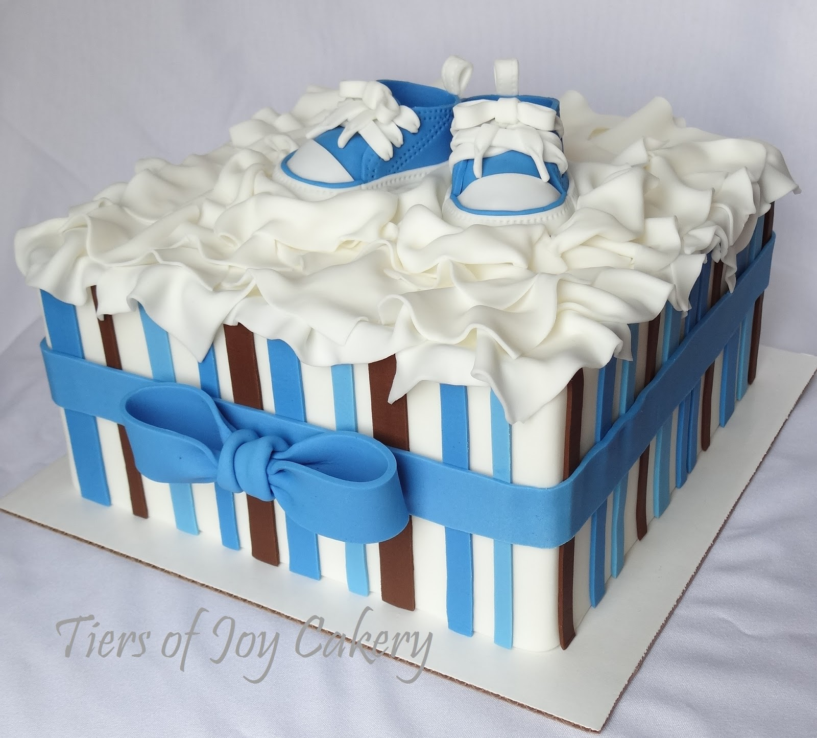 Cake Decorations Baby Shoes : Tiers of Joy Cakery: Gift Box with Converse Baby Shoes