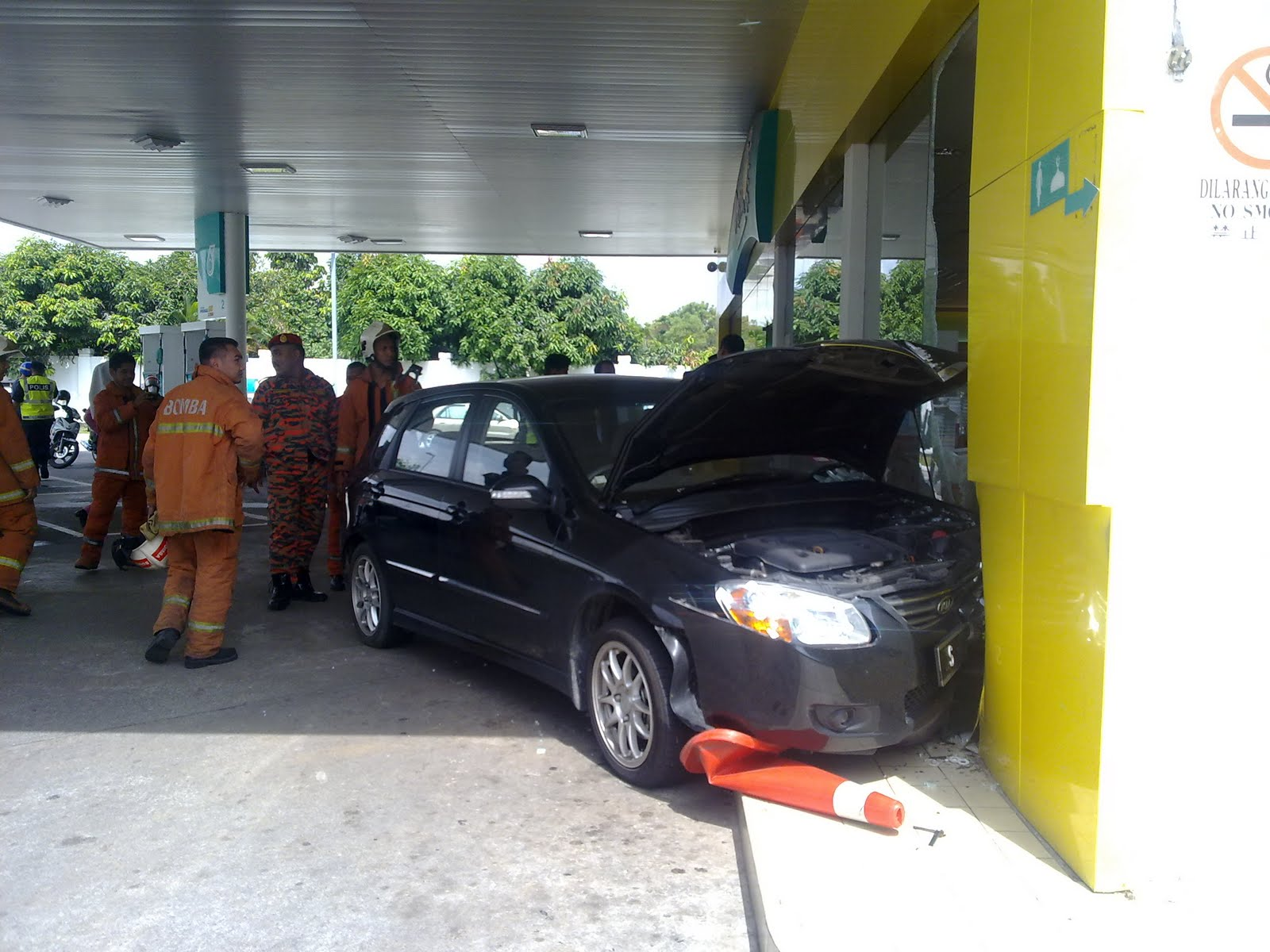 Kemalangan Pelik Di Petronas UPM DEZAMAN COTTAGE