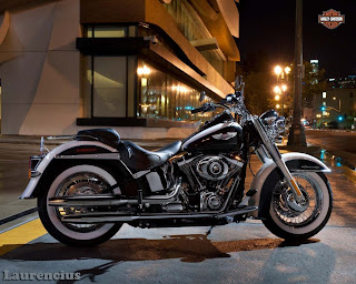 Harley-Davidson-Softail_Deluxe_FLSTN