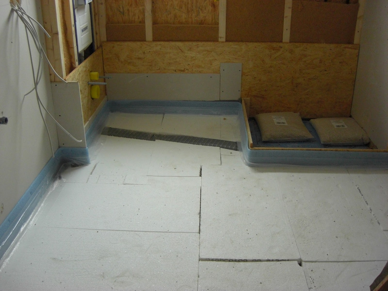 hausnummer 49 abschluss fu bodend mmung und zementestrich technikraum. Black Bedroom Furniture Sets. Home Design Ideas