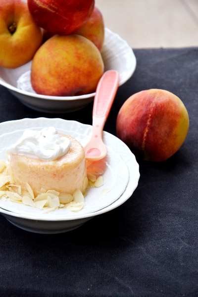 crema ghiacciata di melone e pesche con sciroppo d'acero e yogurt greco