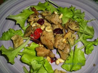bocconcini di coniglio con feta, nocciole, mostarda e cubotti di pane croccante