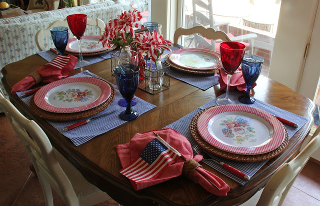 Red White & Blue Tablescape-Bargain Decorating with Laurie