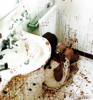 Inside À l'Intérieur sex Alysson Paradis Béatrice Dalle exploitation François-Régis Marchasson Jean-Baptiste Tabourin Julien Maury murder Nathalie Roussel Tahar Rahim toilet