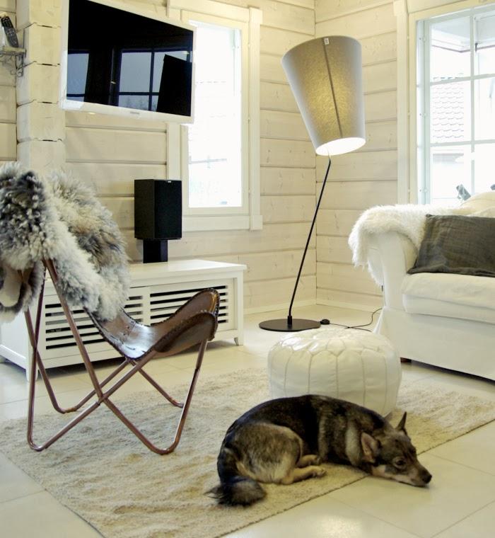valkoinen pouf, white pouf, nahkainen lepakkotuoli, tiirinkosken talja, leather butterfly chair