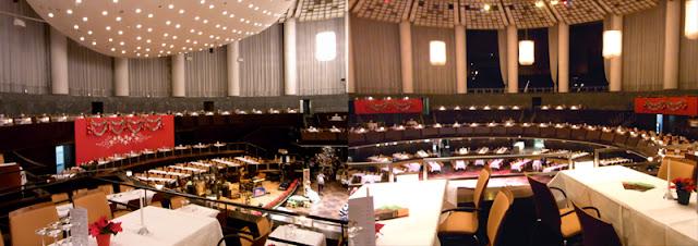 Weihnachtliche Dekoration Kuppelsaal Hannover Congress Centrum für Weihnachts-Galaball Tanzschulen Bothe