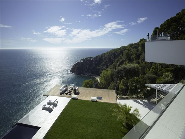 Picture of the terrace and the view from the mansion