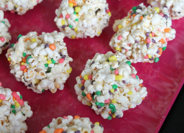 Nerdy Popcorn Balls - perfect for a Pitch Perfect 2 movie night! SO easy to make and cheap!