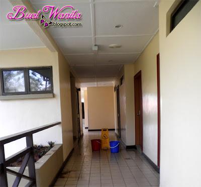 Resort Cherating, Pahang. Poor Stay. Poor View. Poor Toilet. Memang Teruk Hotel The Legend Resort Yang Kami Dapat. Poor corridor atap bocor