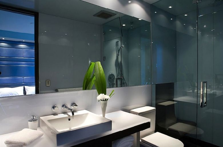 The splendor of modern waterfront penthouse in vancouver for Bathroom design vancouver