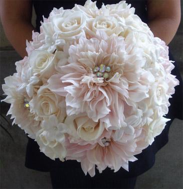 Pink dhalia and white roses