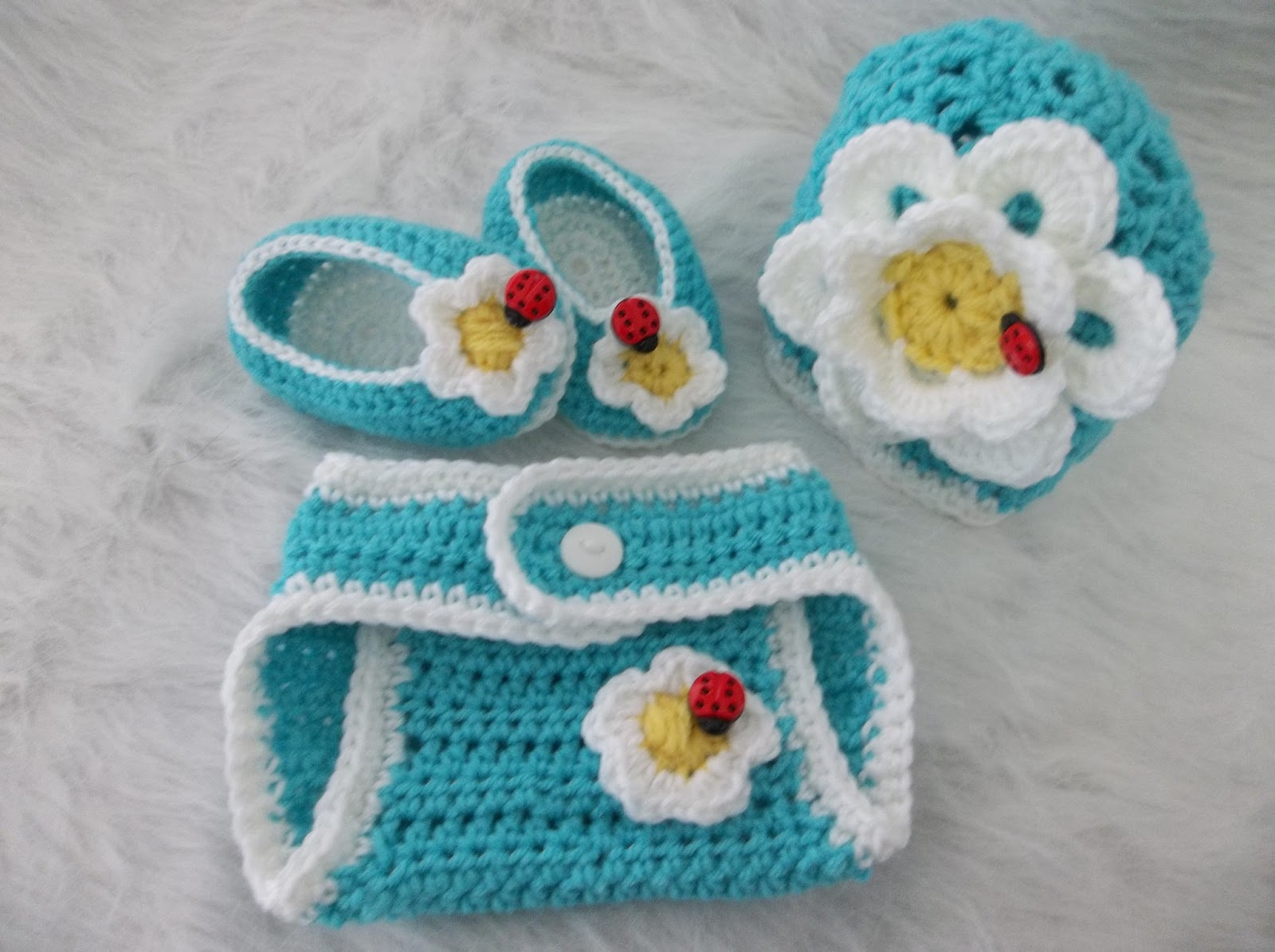 Creating beautiful things in life dont eat the daisies newborn the hat is worked with a simple large shell and v stitch pattern the diaper cover and slippers are half double crochets they are all easy to make projects bankloansurffo Gallery