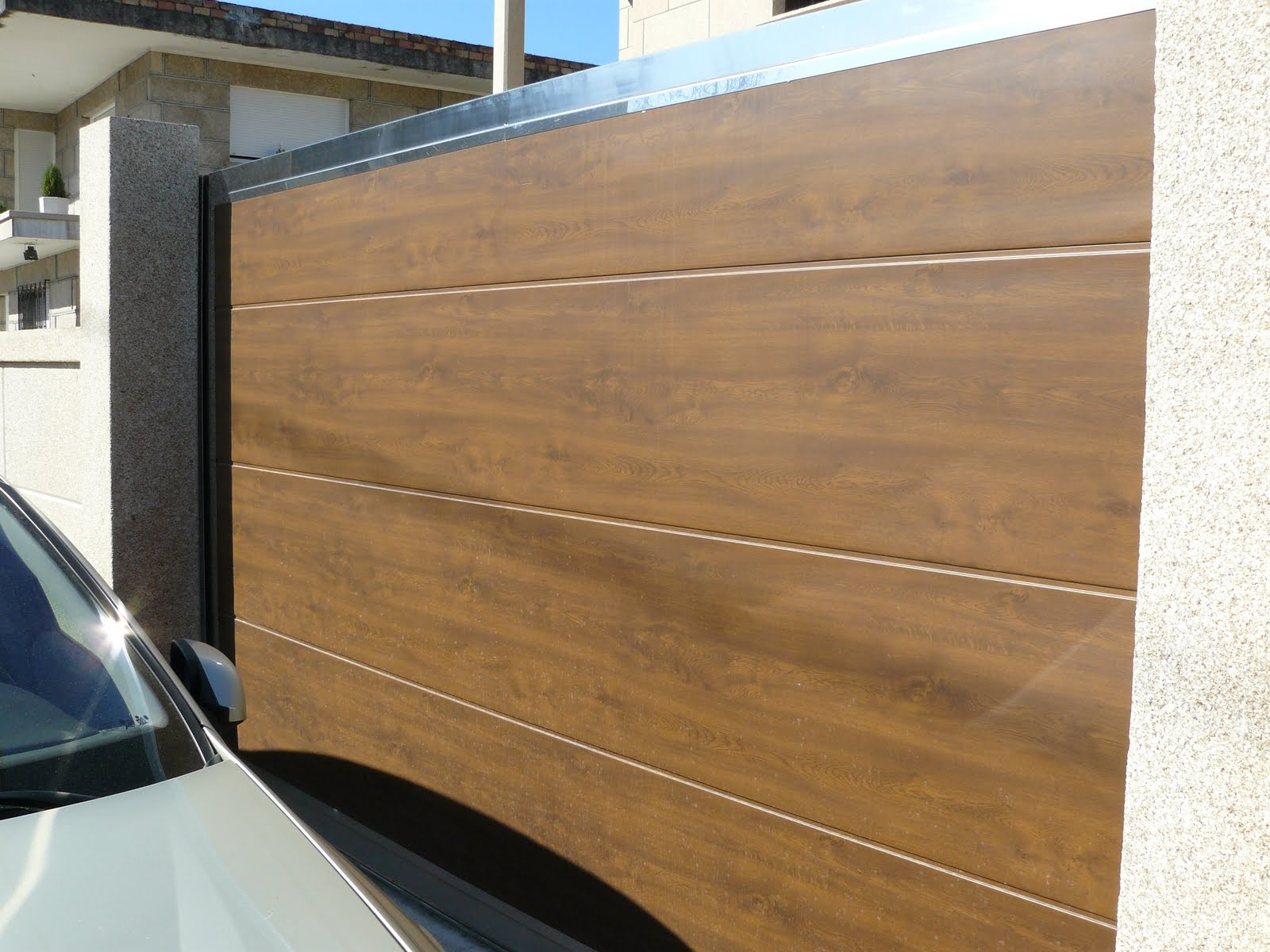 portal inox con panel madera