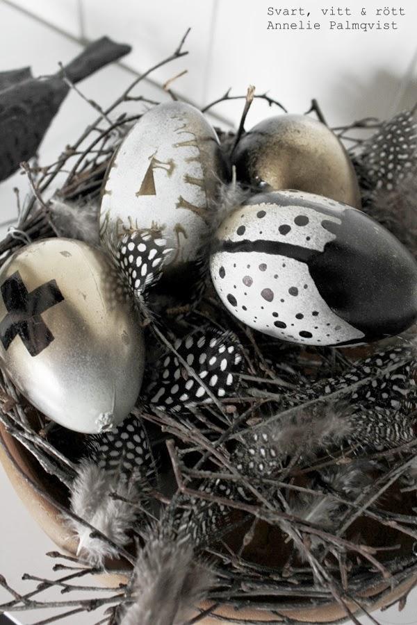 diy påskägg, diy ägg, påsk 2014, detaljer, inredning, inspiration, pyssel påsk, påskdekorationer, pärlhönsfjädrar, dekorera med fjädrar,kors på ägg, sprayade ägg, använda sprayfärg, pyssla till påsk, påskpyssel,