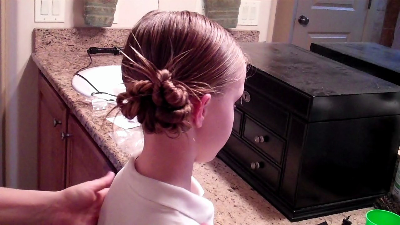 how to put wet hair in a bun
