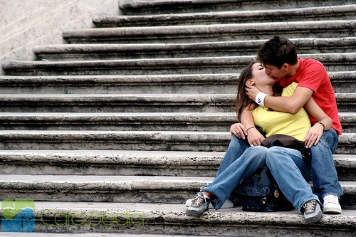 Tips: Cara-Cara Ciuman Nikmat dan Berkesan dengan Pacar