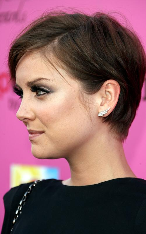 Hair Styles While Growing Out A Pixie Cut
