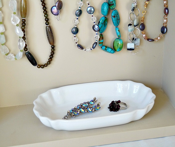 Build a jewelry display