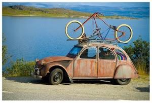 ¿Cómo puedo llevar la bicicleta en el coche?