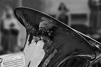 Pormenor da campânula e uma parte de uma peça musical