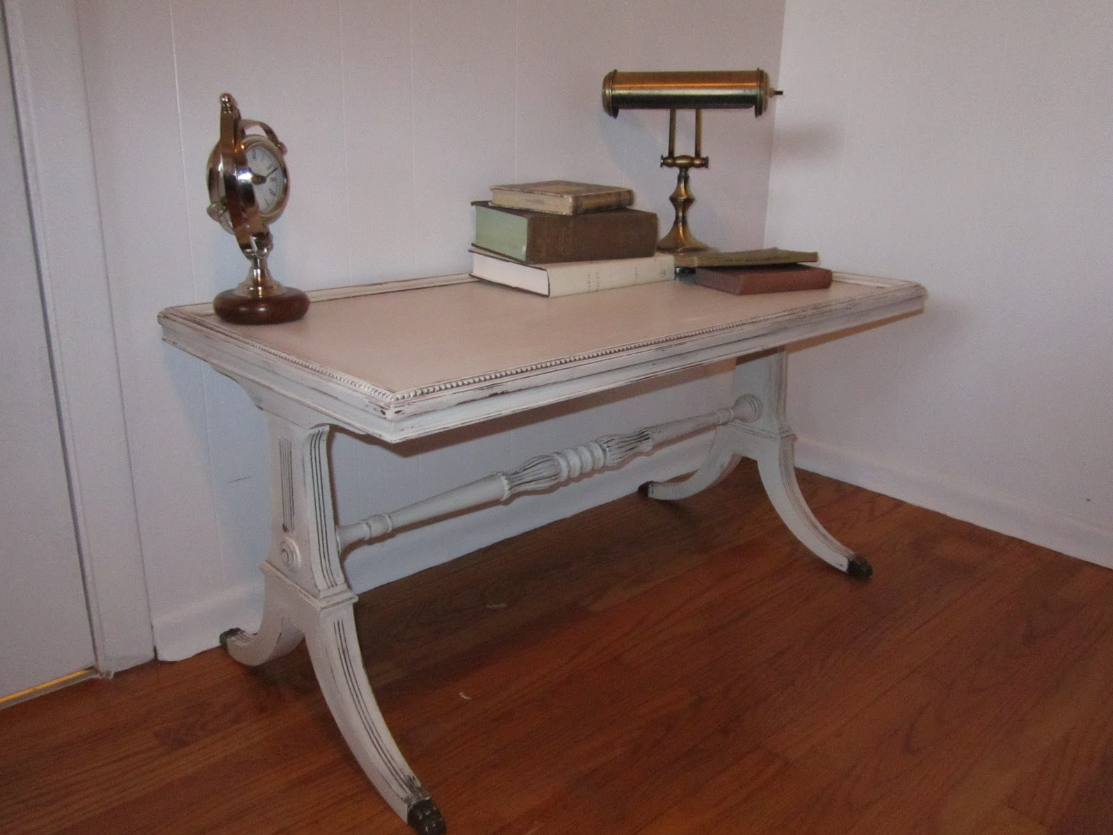 Wel e to Sage & Balm Distressed Duncan Phyfe coffee table in