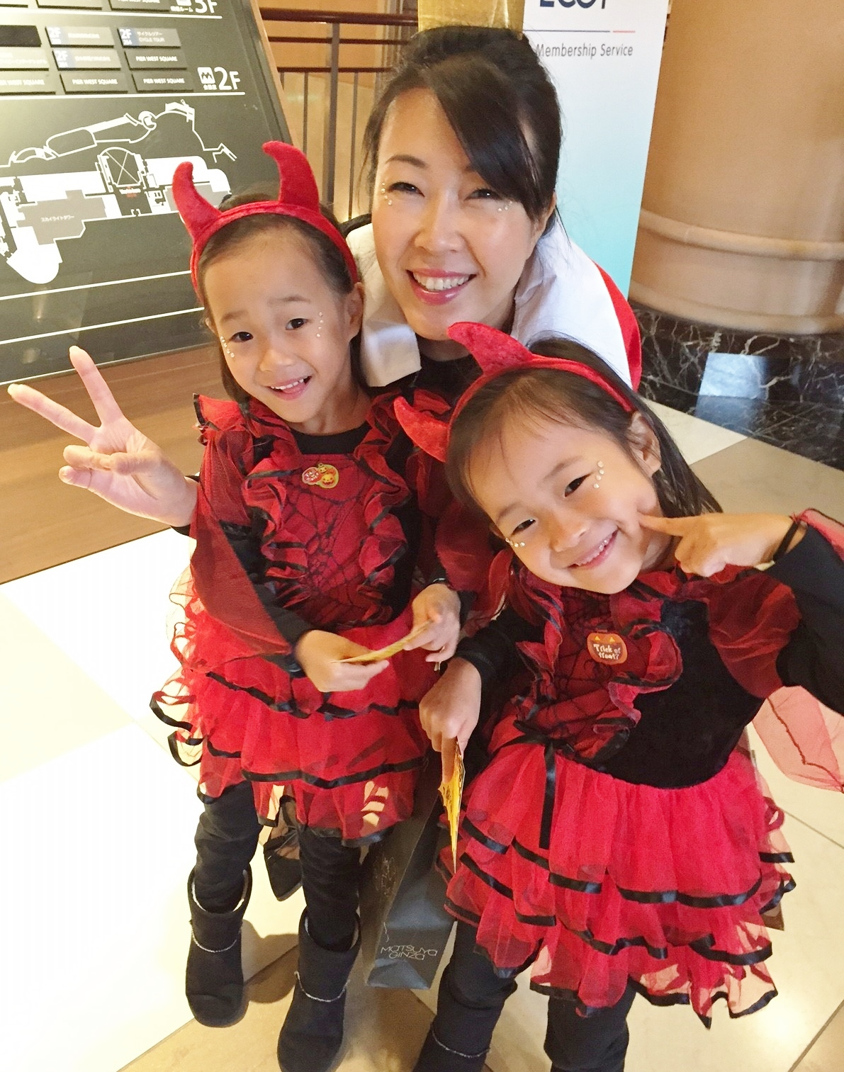 ハロウィンに、双子の娘たちと