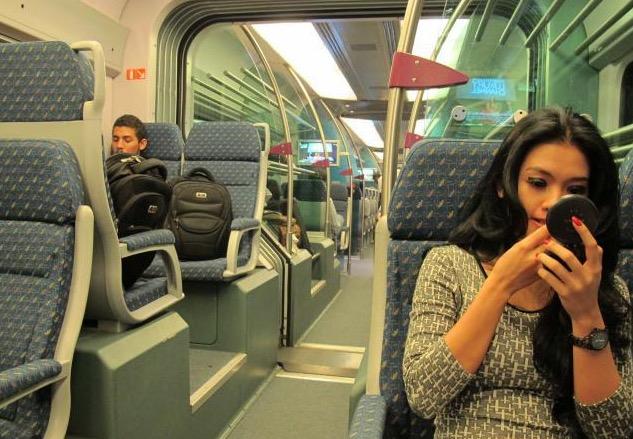 Jurukamera Amatur Leka Rakam Foto Gadis Cantik di dalam ERL KLIA Transit, Sehinggalah Terkantoi