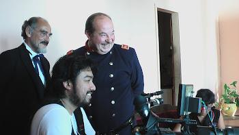Juan Carlos Oganes revisando sus escenas