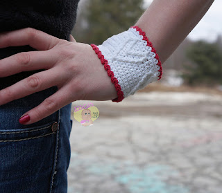 http://www.ravelry.com/patterns/library/cupid-cuff