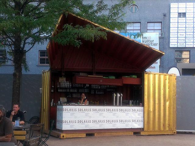 Contêiner reciclado vira bar dourado