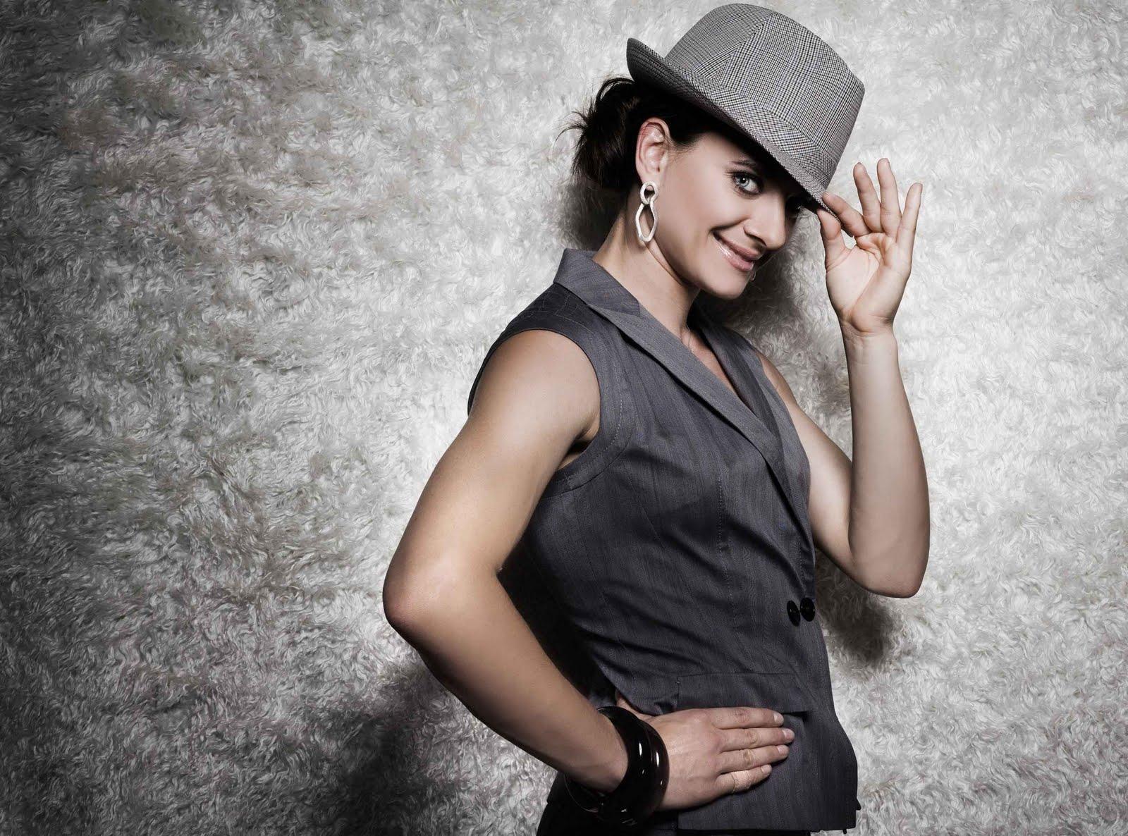 http://2.bp.blogspot.com/-Wv7Zrf_zTyE/Tejx3p4ALZI/AAAAAAAACwQ/0es6HS1QcoA/s1600/Yelena+Isinbayeva+Hot+Photoshoot+4.jpg