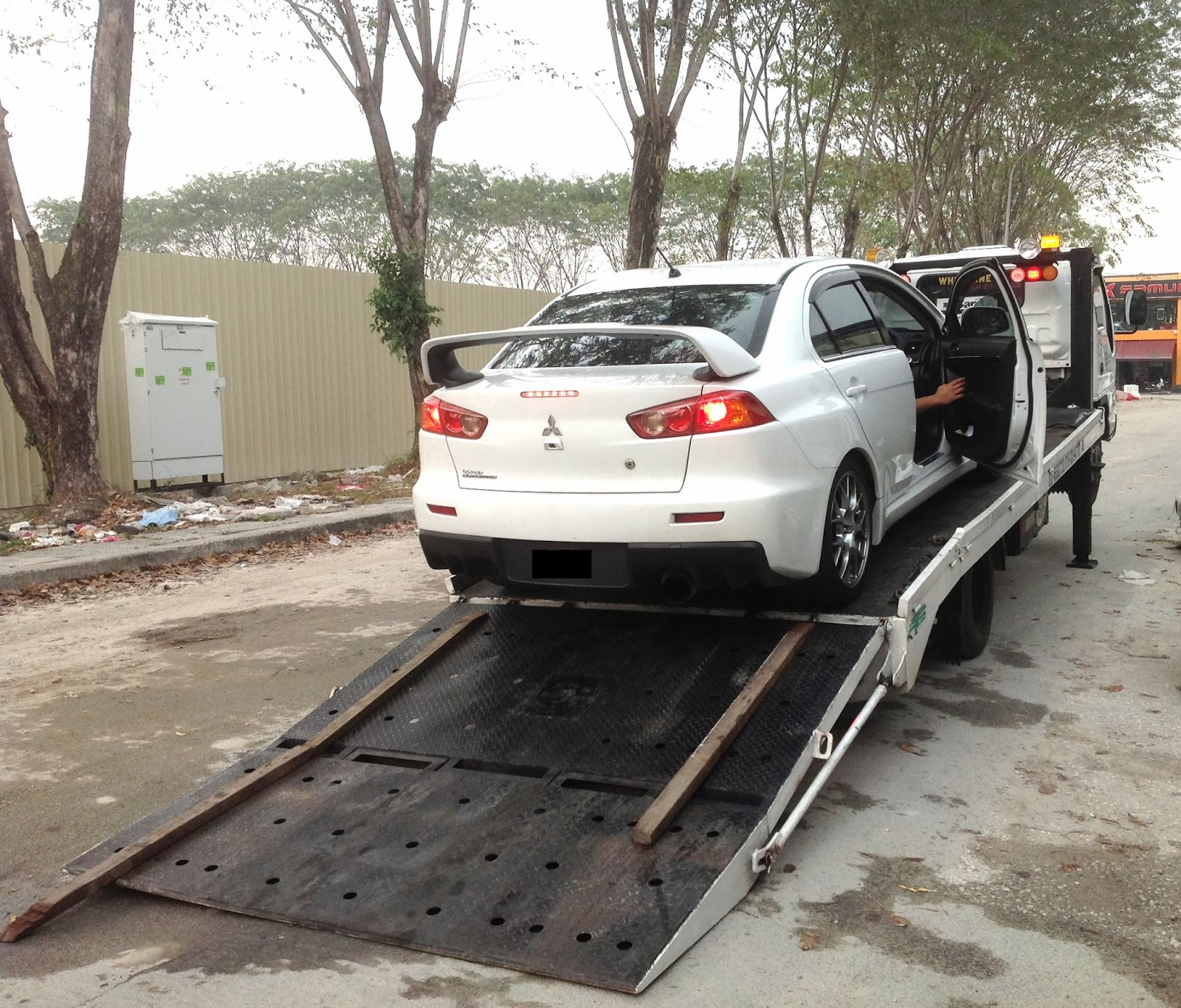 AMANAH AUTO ASSIST AAA 24 HOURS TOWING SERVICE