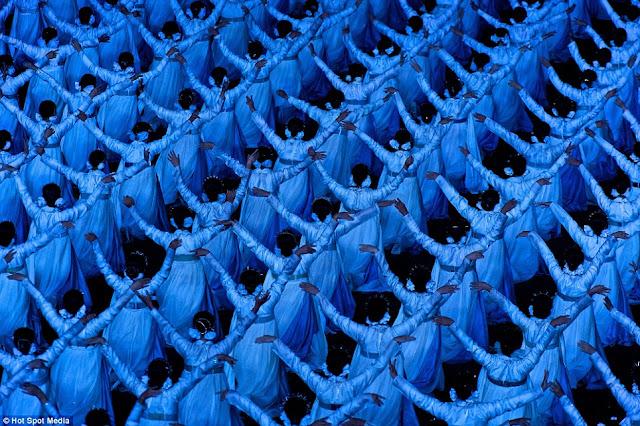 مستحيل يكونوا بشر عاديين North-Koreas-mass-games+11