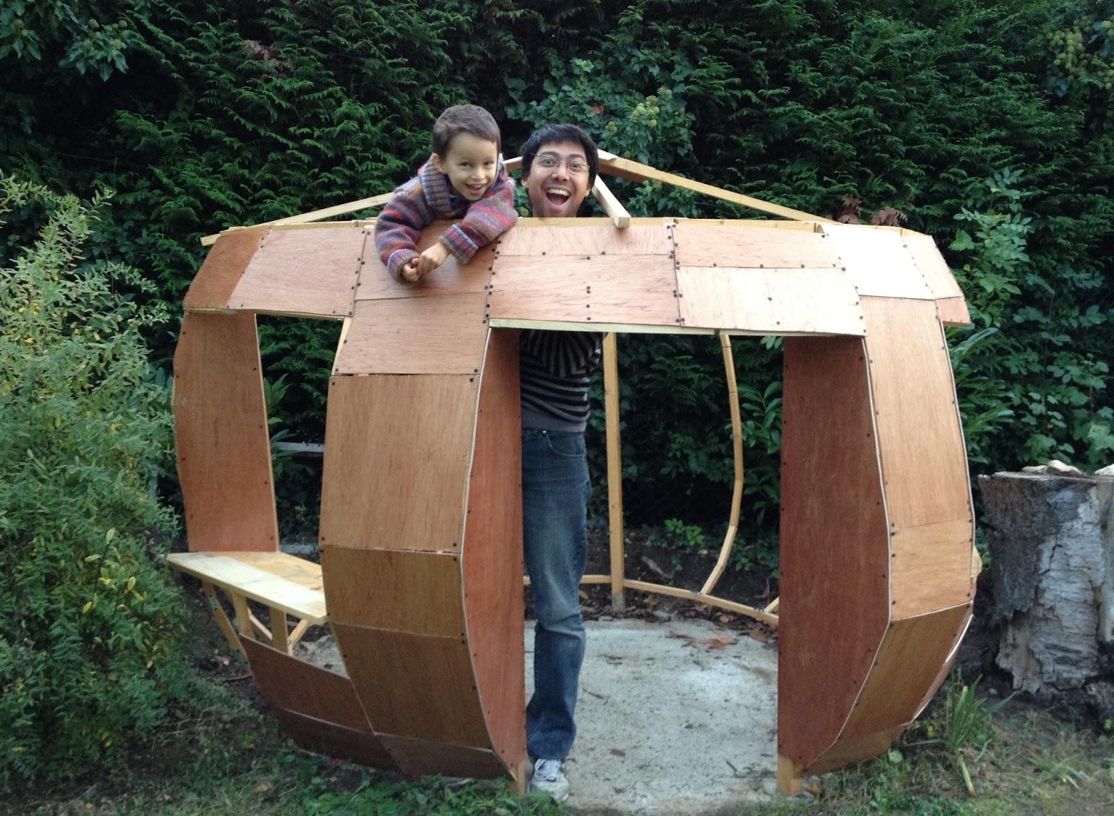Fabrication d 39 une cabane en forme de maison de schtroumpf - Schtroumpf maison ...