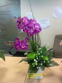 Cantiknya posing kat Bunga Orkid Purple tu.. Berseri