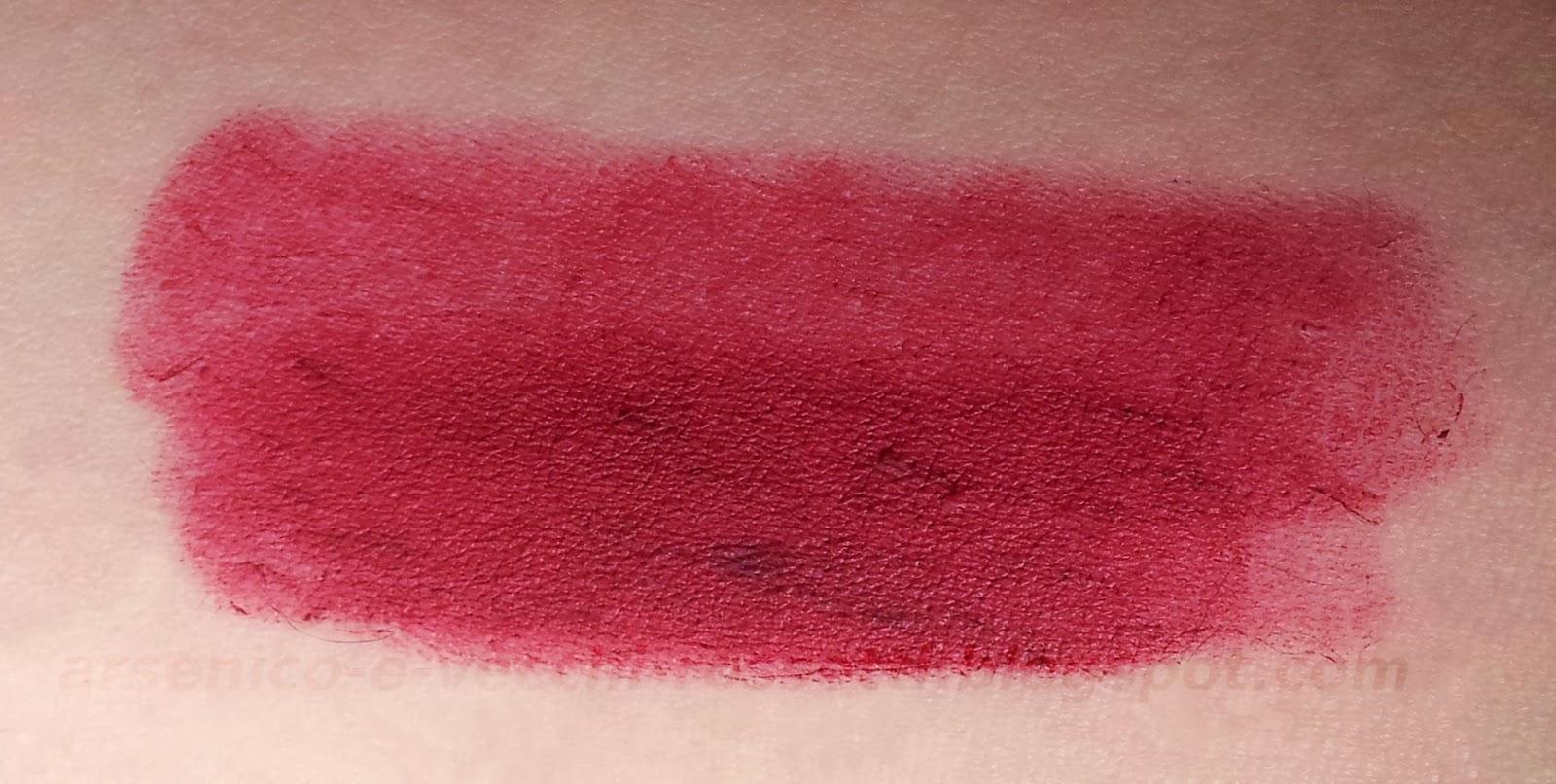 Chanel rossetto Rouge Allure Velvet #327 La Désirée swatch