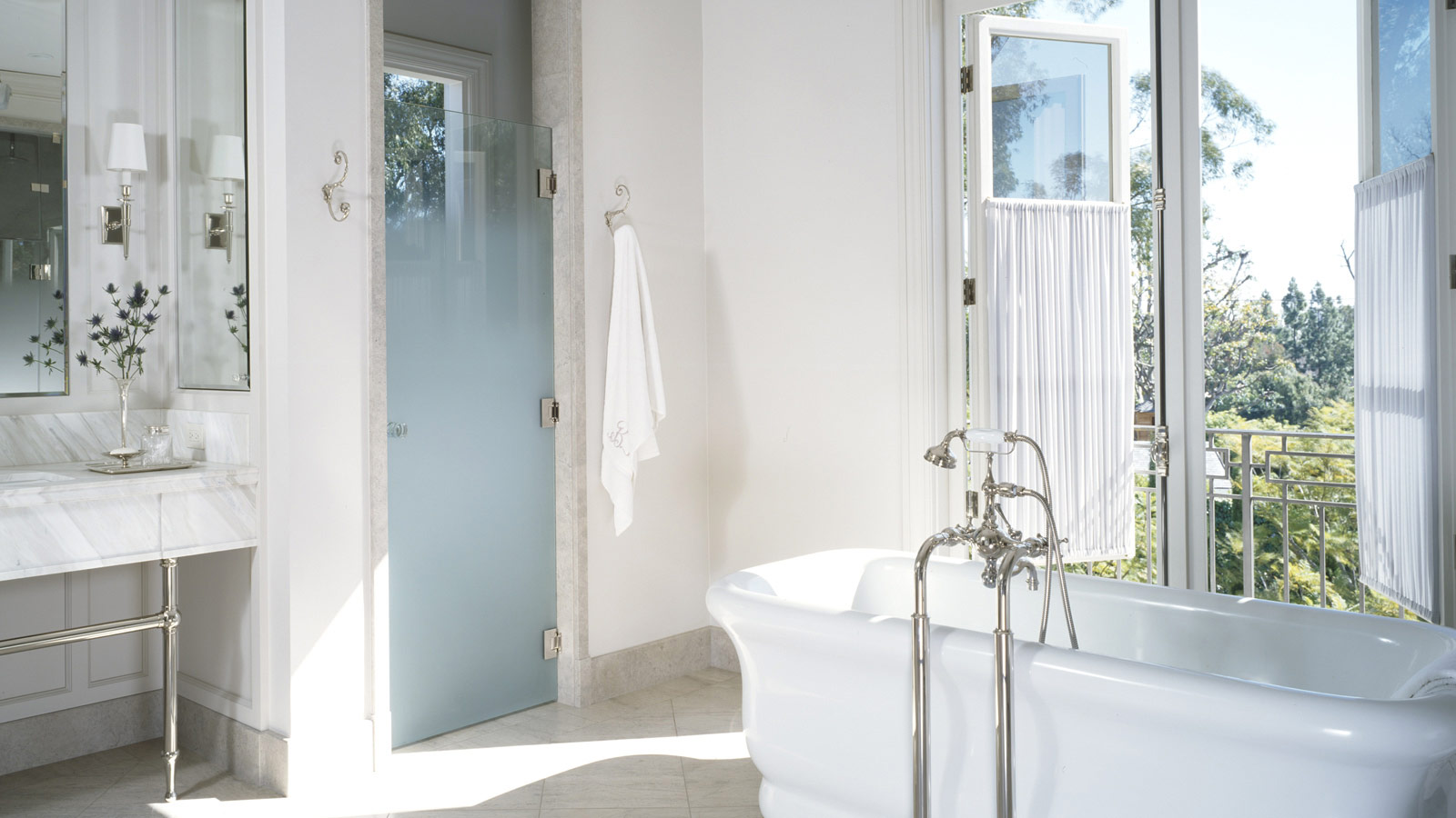 To da loos frosted shower doors functional and pretty - Frosted doors for bathroom ...