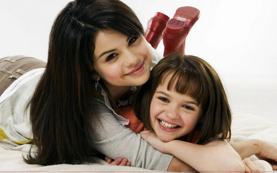 selena_gomez_with_her_friend_Fun_Hungama