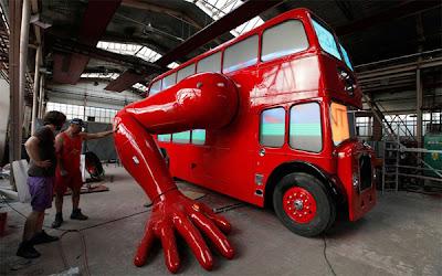 Ônibus que faz flexões da incentivo nos Jogos Olímpicos de 2012