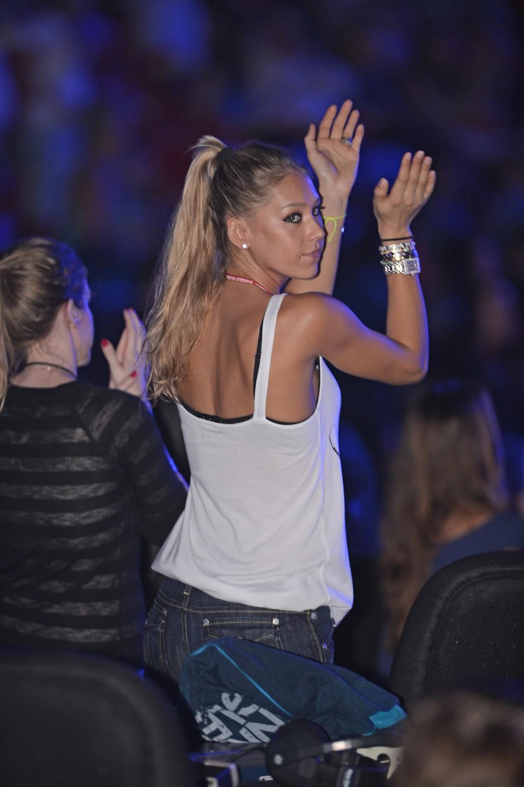http://2.bp.blogspot.com/-WwvpgFK_XAc/UETSo3uGueI/AAAAAAAAcag/hDrCRCZSEy4/s1600/Anna+Kournikova+Ass+Shot+in+Jeans+at+Enrique+Iglesias+Concert+in+Miami+-+August+31%252C+2012+2.jpg