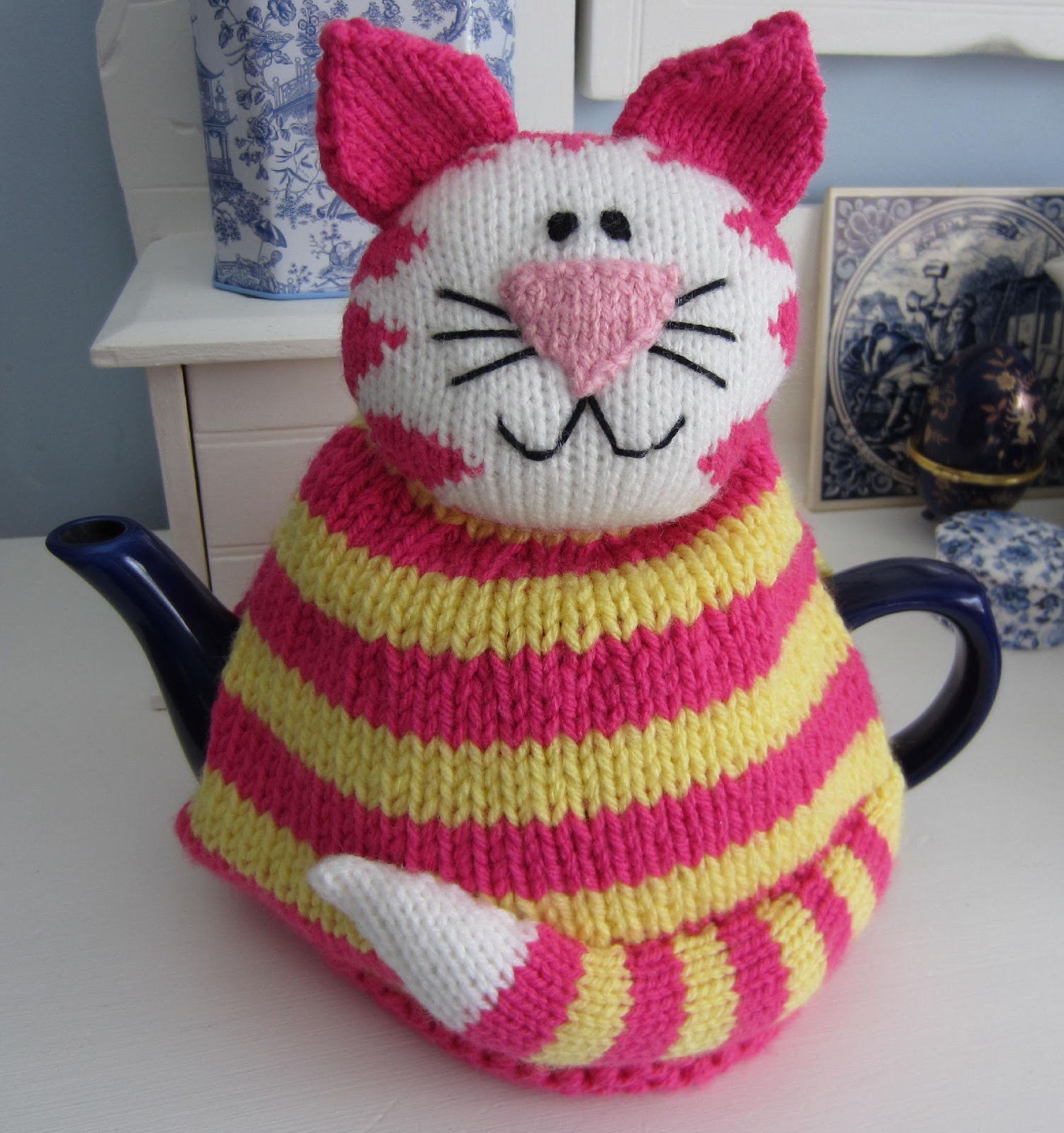 Free Patterns For Loom Knitting : Just Cats: Coffee in a tea-cup