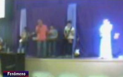 Ser de luz aparece en foto en una iglesia Bautista Angel-aparece-em-iglesia-em-Maring%C3%A1-1