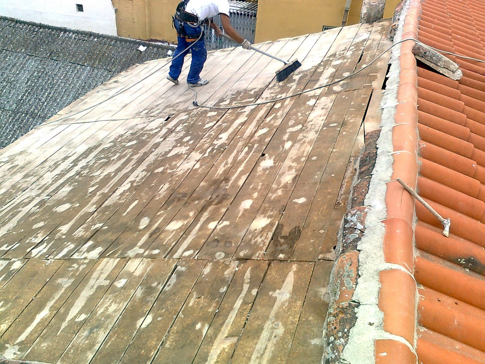 Tratamientos para cubiertas de madera pergolas sevilla for Imagenes de tejados de madera