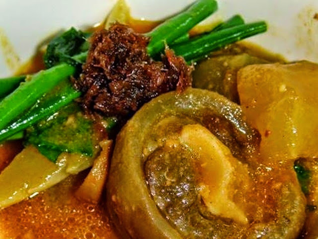 a filipino dish called kare kare 2 essay Kare-kare is a rich and meaty filipino stew of oxtails, green beans and eggplant in a sauce thickened with peanut butter served on special occasions or as a sunday meal.