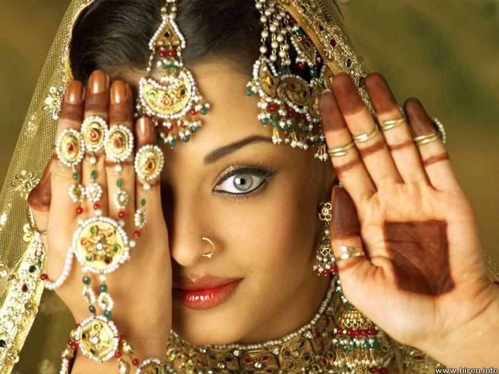 http://2.bp.blogspot.com/-Wxixjw_K_Uo/T8OWkIMtdHI/AAAAAAAAEc0/Y7ONiuIXsM8/s1600/Aishwarya+Rai+Saree+04.jpeg