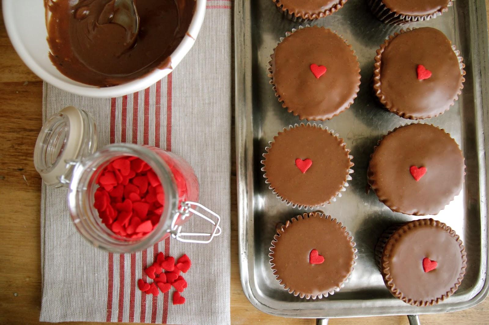 Steffens Hobick: Milk Chocolate Glaze on Chocolate Ganache Cupcakes ...