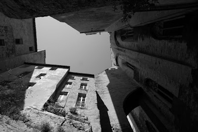 Avignon, France, by Guillermo Aldaya / PhotoConversa