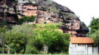 Pequena Casa em Frente à Formação Rochosa, em Minas do Camaquã, Caçapava do Sul.